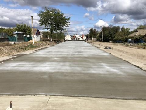 Розпочато влаштування покриття із цементобетону на дорозі Н-14
